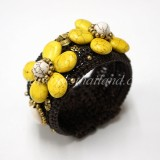 Howlite Flower Bangle (Yellow)