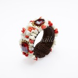 Shell Bangle Decorated With Crystal (Red)