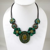 Flower necklace from teardrop stone (Green01)