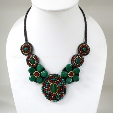 Flower necklace from teardrop stone (Green02)