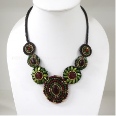 Flower necklace from teardrop stone (Green04)