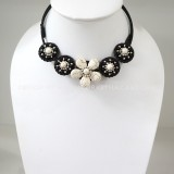 Flower howlite choker necklace (White)