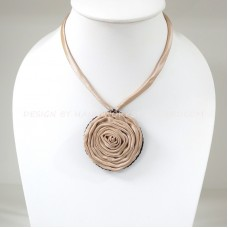 Silk flower necklace (Nude)