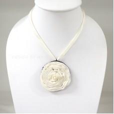 Silk flower necklace (White)