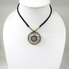 Pendant Necklace (White)
